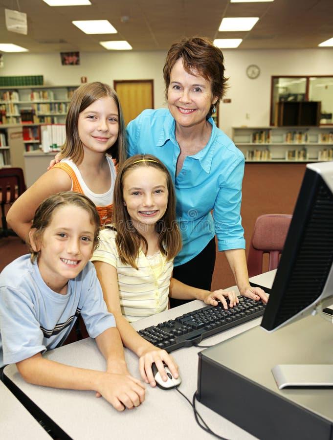 Professor com estudantes fotos de stock