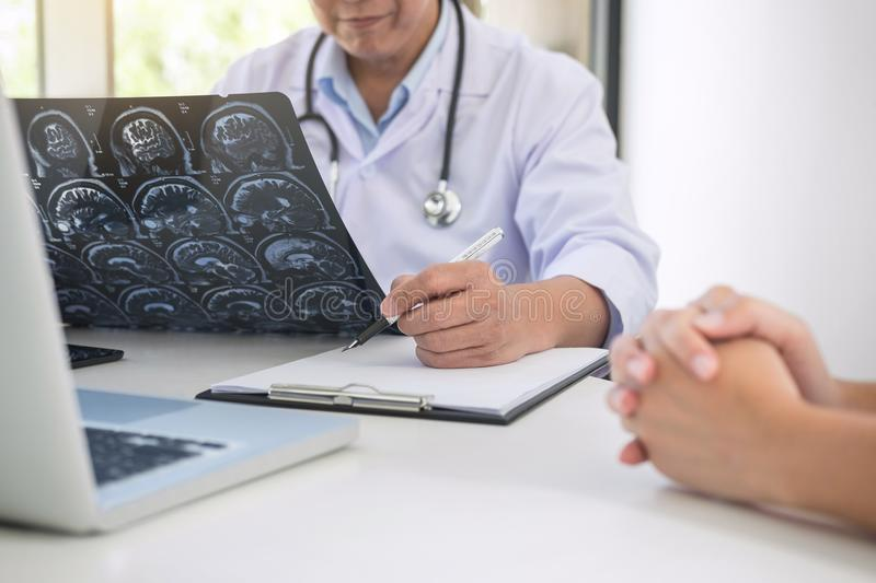Professor Doctor report and recommend a method with patient treatment, results on brain x-ray film About the problem. Of the patient stock photos