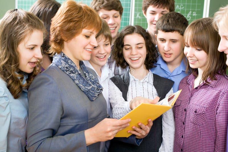 Professor e estudantes imagens de stock