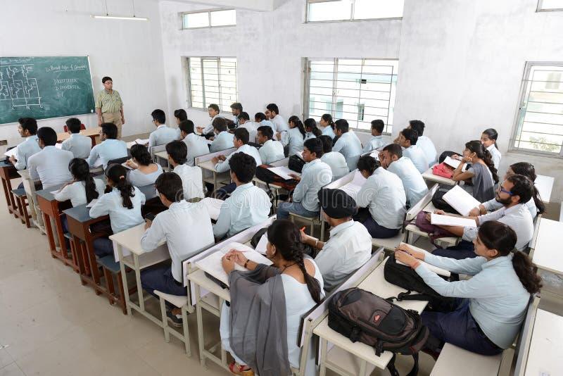 Professor e estudantes foto de stock