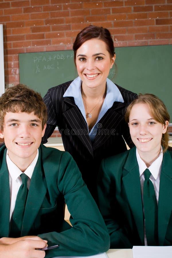 Professor e estudantes elevados imagens de stock royalty free