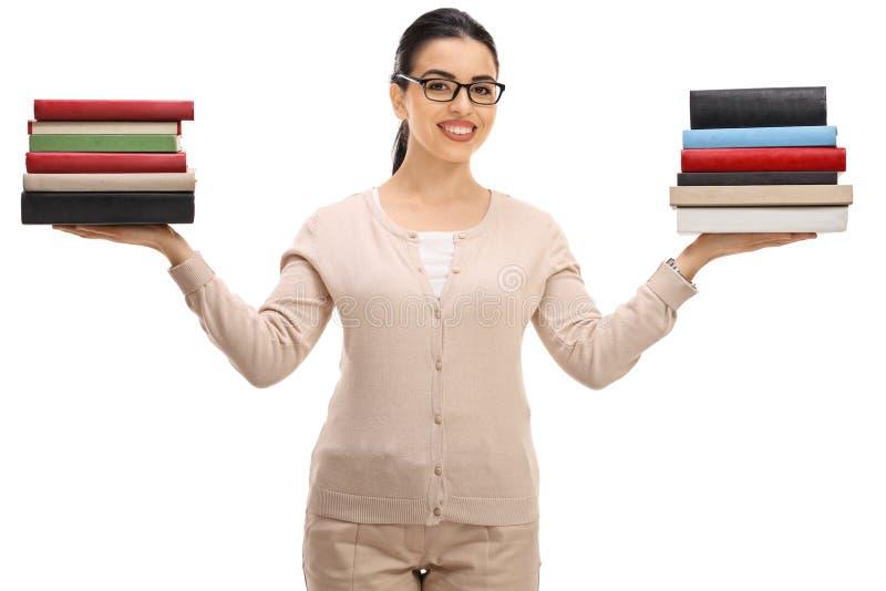 Professor fêmea com pilhas de livro imagem de stock royalty free