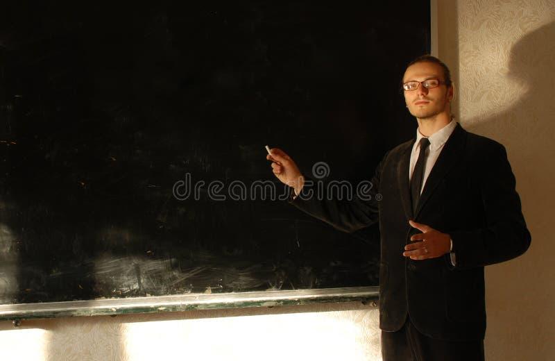 Professor perto do quadro-negro foto de stock royalty free