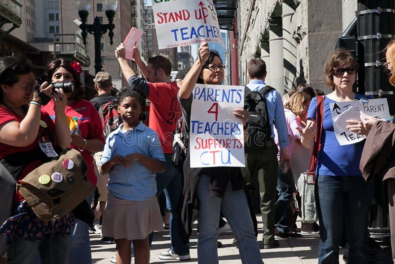 Professores e protesto dos pais em Chicago imagens de stock royalty free