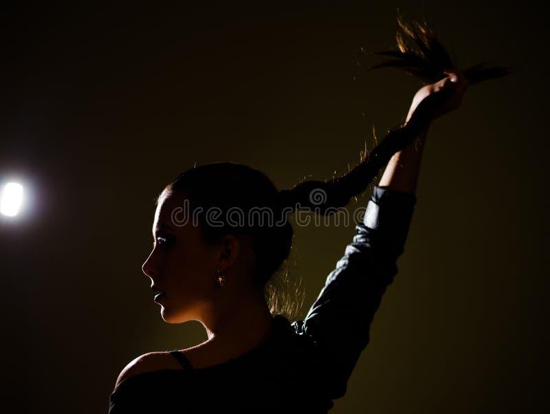 Profiel van het gezicht die van de vrouw in de middernacht dansen royalty-vrije stock fotografie