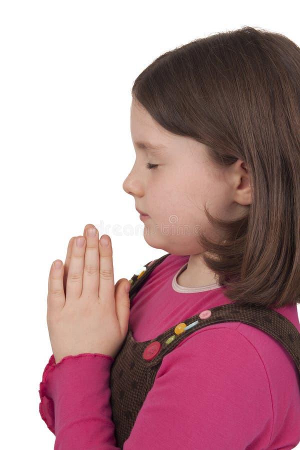 Profiel van het mooie meisje bidden met gesloten ogen stock foto