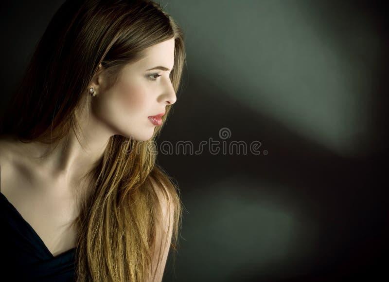 Profiel zijportret van jonge vrouw royalty-vrije stock fotografie
