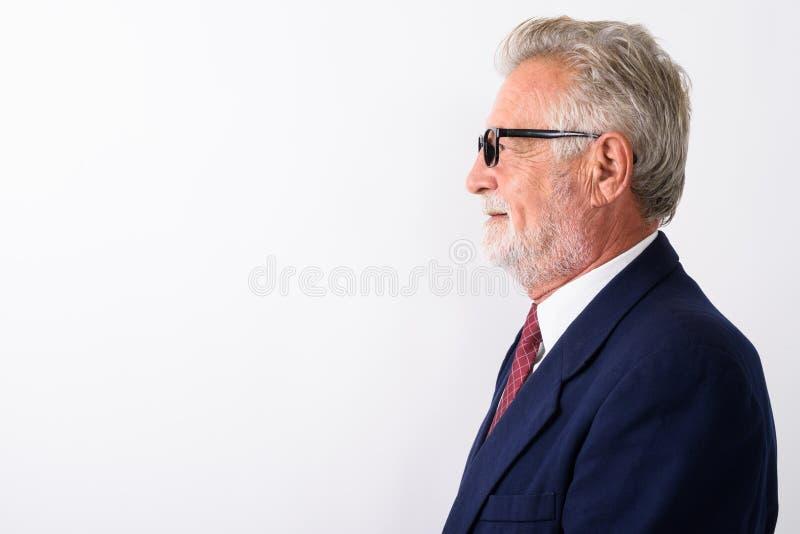 Profielmening van het gelukkige hogere gebaarde zakenman glimlachen terwijl w royalty-vrije stock foto's