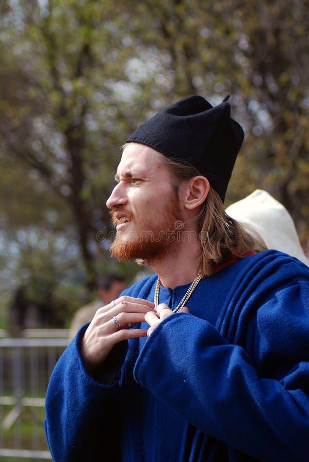 Profielportret van een mens in historisch kostuum stock afbeeldingen