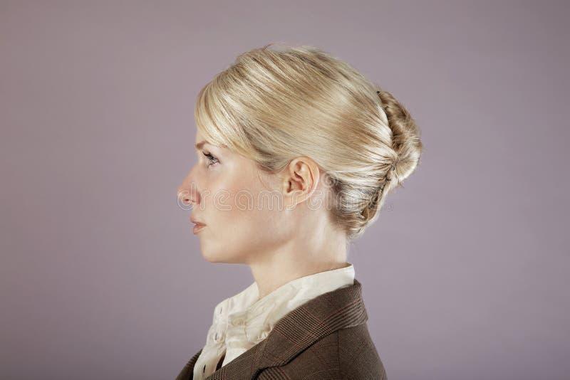 Profil av en ung affärskvinna fotografering för bildbyråer