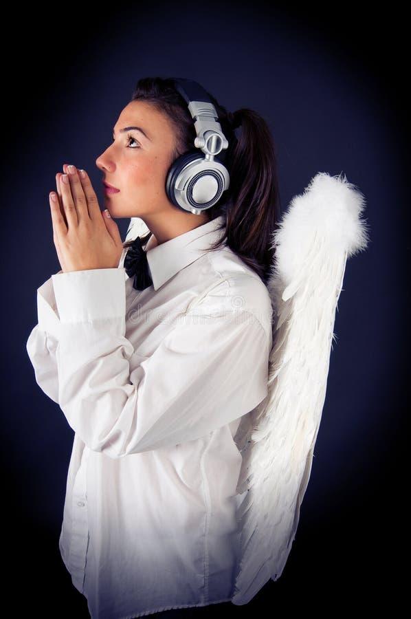 Profil d'ange avec des écouteurs images libres de droits