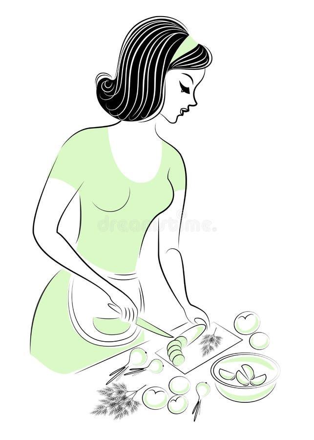 Profil d'une belle femme La fille pr?pare la nourriture Une femme coupe des légumes sur une salade, concombres, tomates, oignons illustration libre de droits