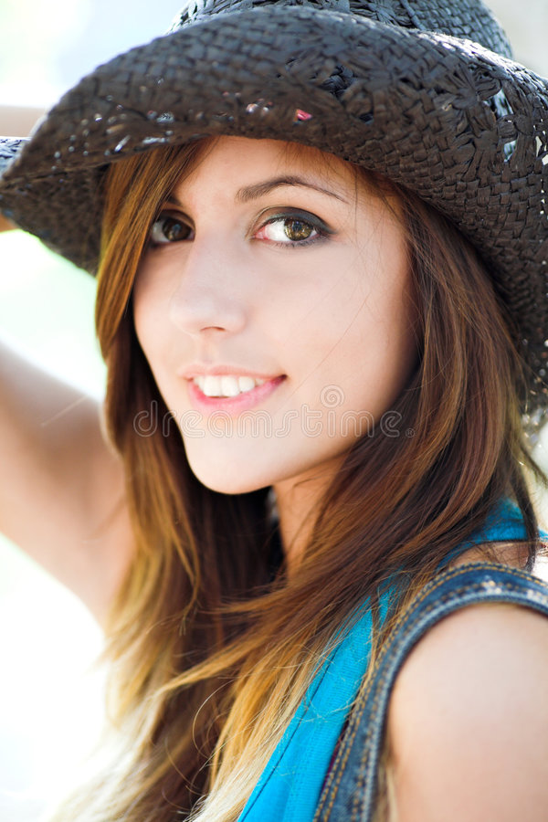 Profil de belle fille de sourire photographie stock