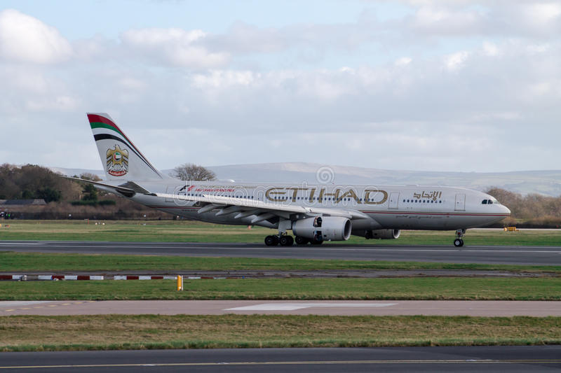 Profil de côté d'Etihad Airways Airbus A330 photographie stock libre de droits