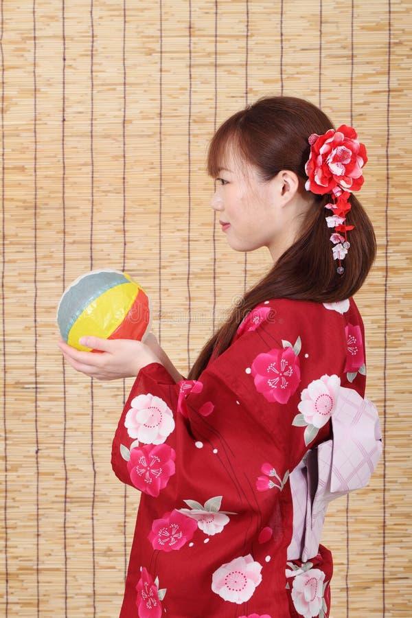 Profil de jeune femme asiatique
