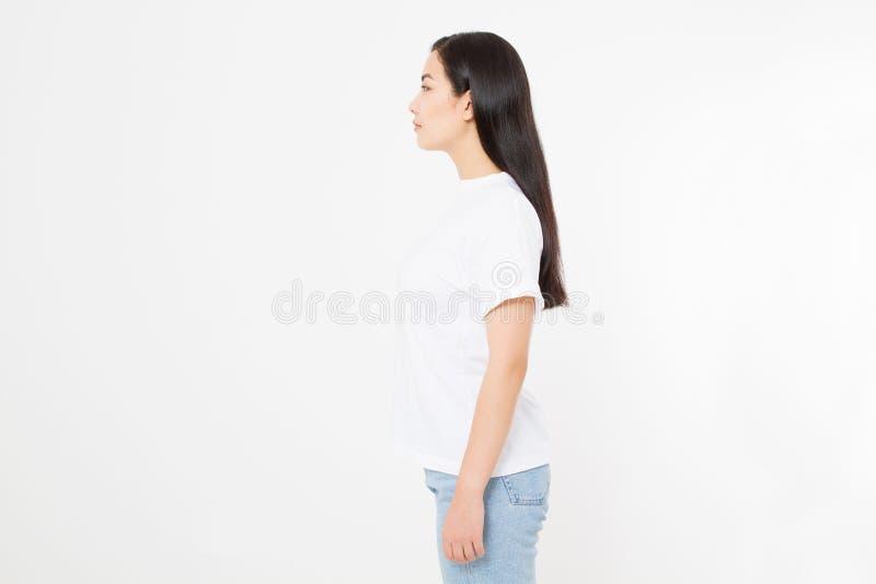 Profil de jeune femme asiatique avec la posture et la scoliose sur le fond blanc Copiez l'espace photos stock