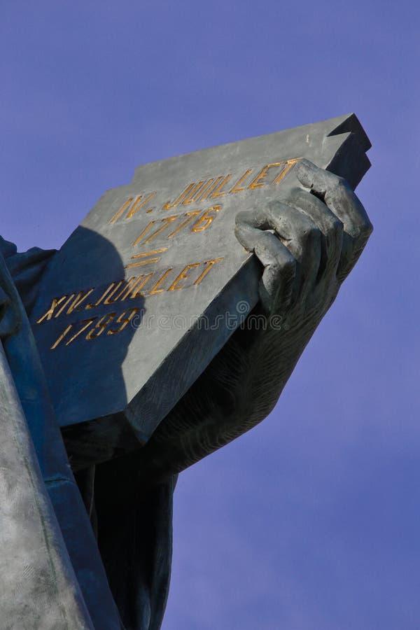 Profil de statue française de Liberty Replica, Paris, France, le 1er août 2015 - expositions - 4 juillet 1776 et 14 juillet 1789  photos libres de droits