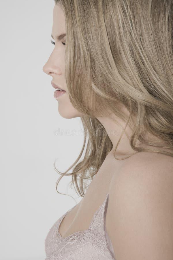 Profil der sexy jungen Frau lizenzfreies stockfoto