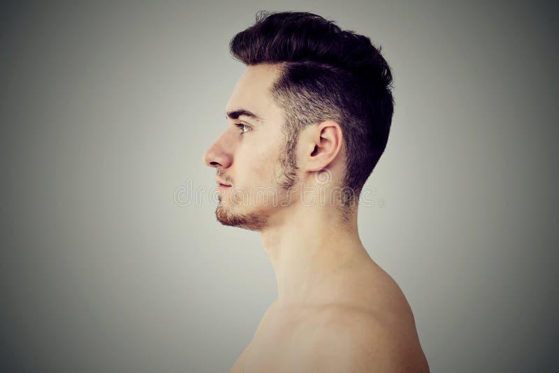 Profil dorosłego napadu mężczyzna obrazy royalty free
