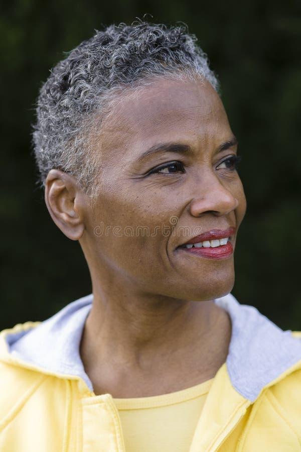 Profil einer Afroamerikaner-Frau stockbild