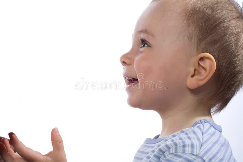 Profil eines jungen Jungenlächelns stockfotografie