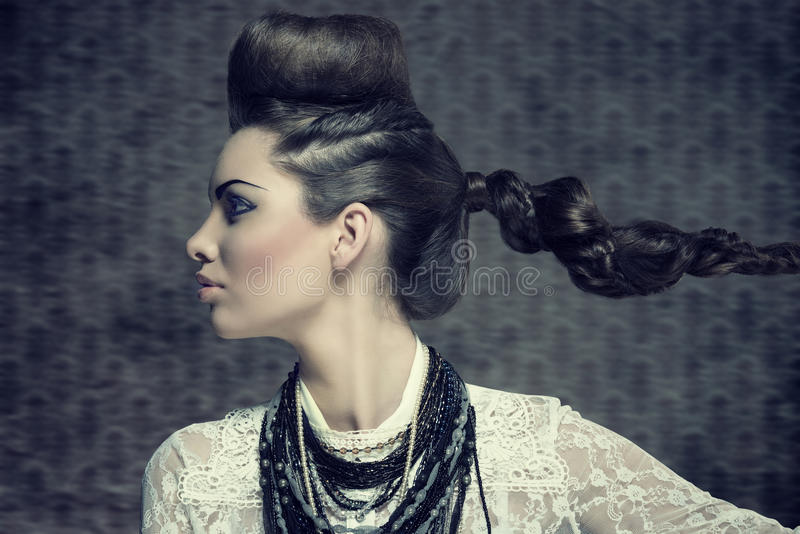 Profil femelle avec le regard créatif photos stock