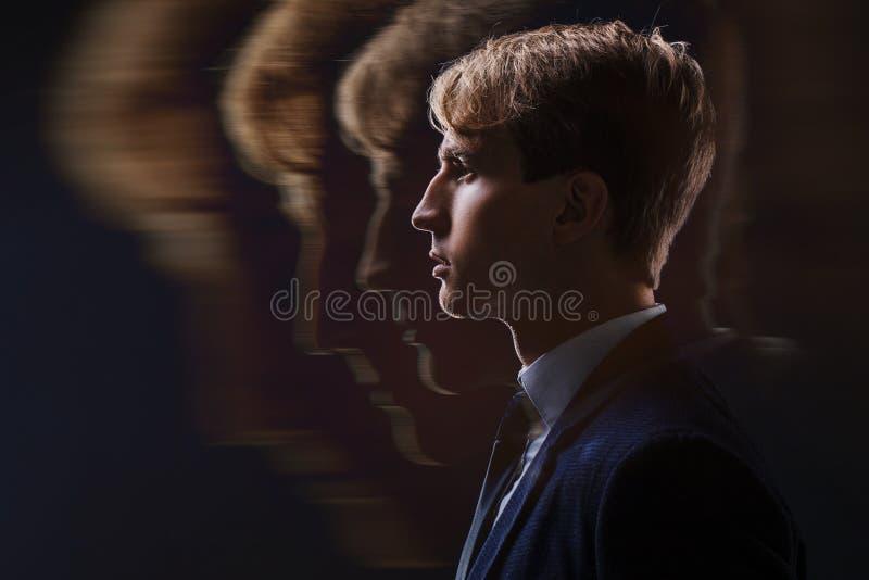 Profil młody człowiek z umysłowym aktywność mózg, świadomością i zdjęcia royalty free