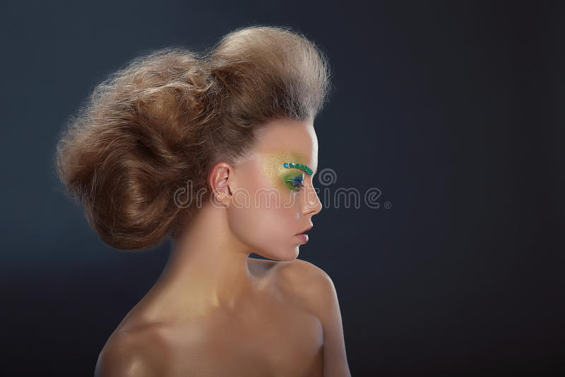 Profil Modna kobieta z Kreatywnie makijażem zdjęcie royalty free