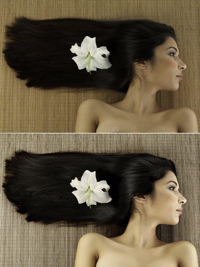 Profilbrunnsortstående av en ung kvinna med lilly en blomma i henne fotografering för bildbyråer
