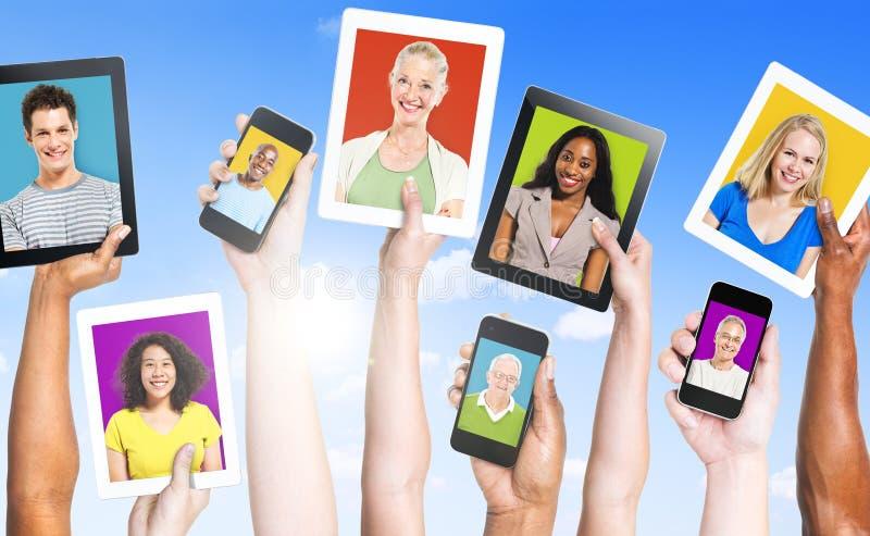Profile von multiethnischen Leuten lizenzfreie stockfotos