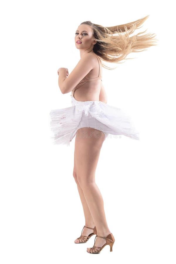 Profilen av den yrkesmässiga kvinnliga dansaredansen och snurret med den flödande klänningen och hår vinkar fotografering för bildbyråer