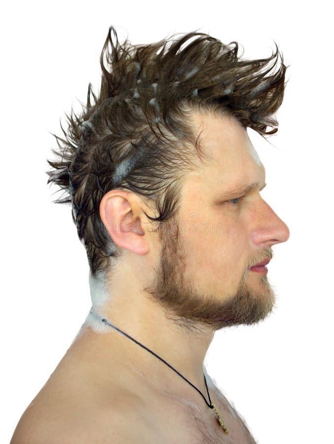 Profilera bilden av en man med den våta hårmohawkvageln royaltyfria bilder