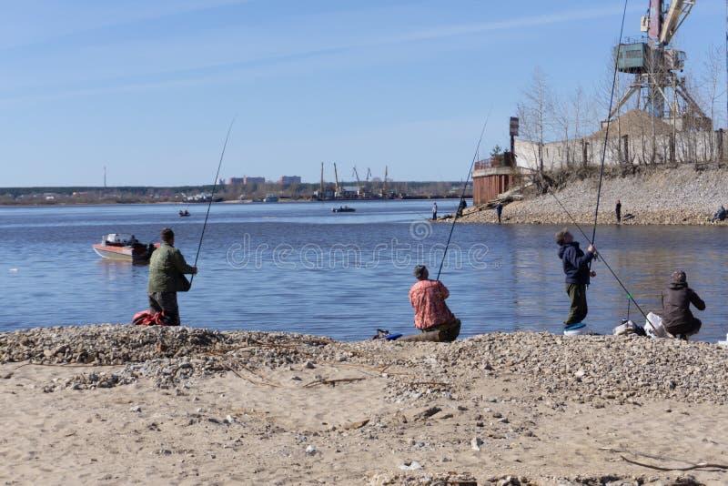 Profilez le portrait des pêcheurs attendant les poissons photographie stock