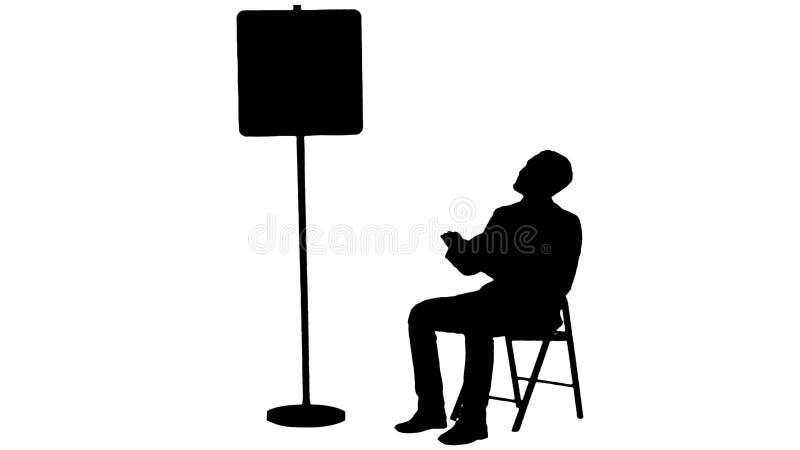 Profili il giovane che legge un libro vicino al segno di parcheggio illustrazione di stock