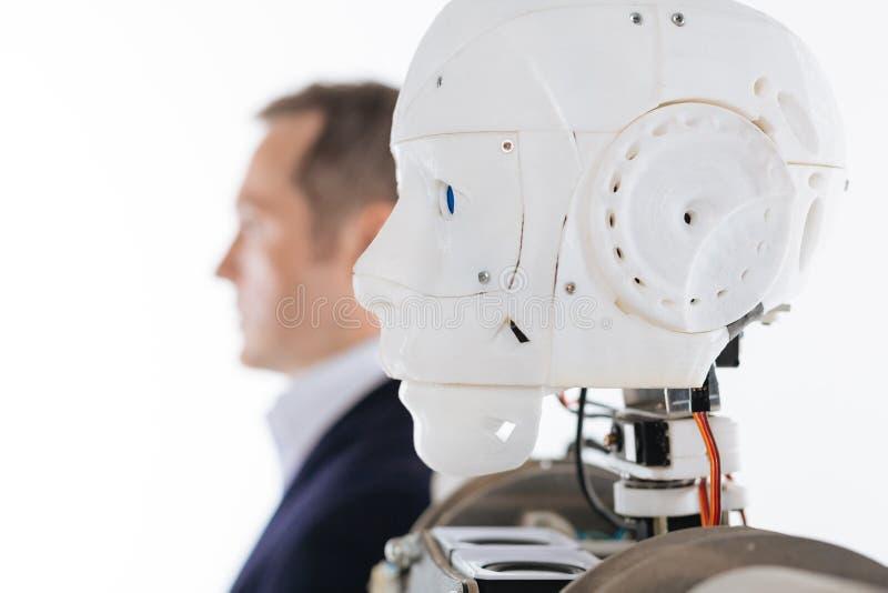 Profili l'immagine di un robot e del suo prototipo fotografie stock