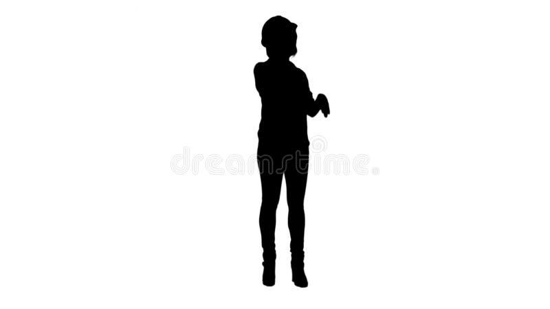 Profili la giovane donna asiatica attraente dell'ingegnere che sta avente una metallina della pista di telefonata fotografie stock libere da diritti