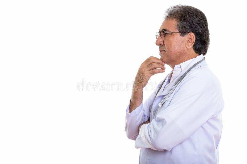 Profili la vista di pensiero persiano senior di medico dell'uomo immagine stock