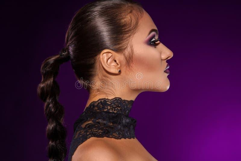 Profilieren Sie Porträt der sexy erwachsenen Frau im Studio lizenzfreies stockbild