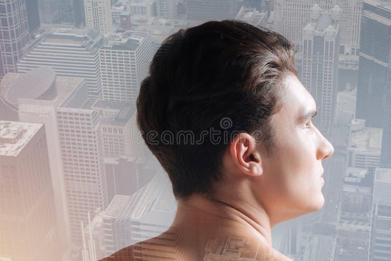 Profilo dell'adolescente piacevole con un taglio di capelli alla moda fotografia stock libera da diritti