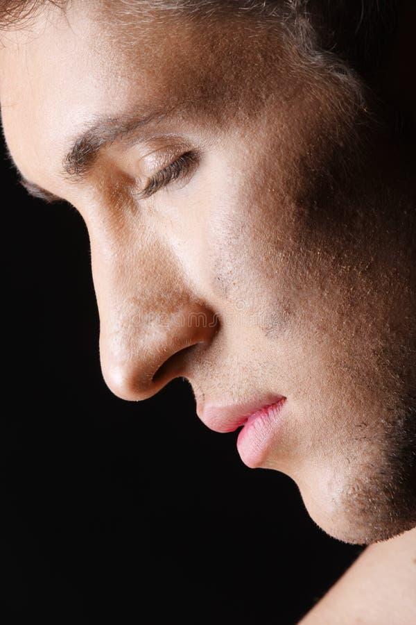 Profilo dell'uomo con gli occhi chiusi immagine stock