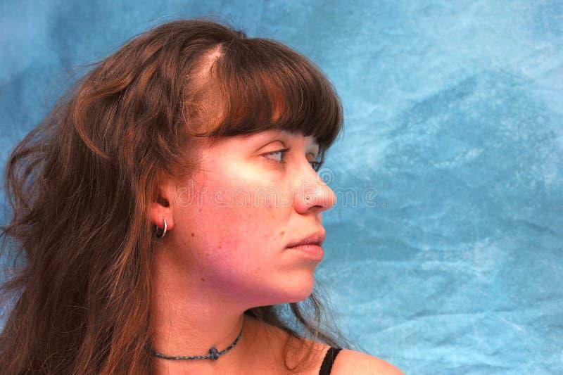 Profilo di bella giovane donna fotografie stock