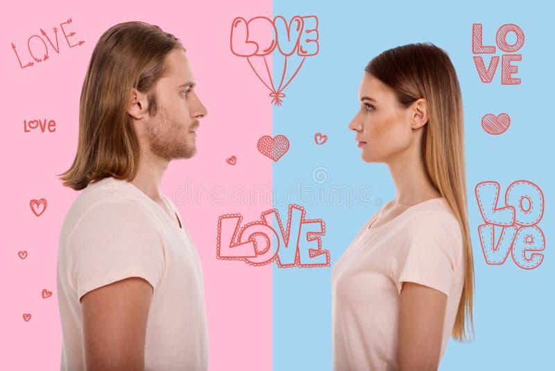Profilo di giovane essere innamorato delle coppie immagini stock libere da diritti
