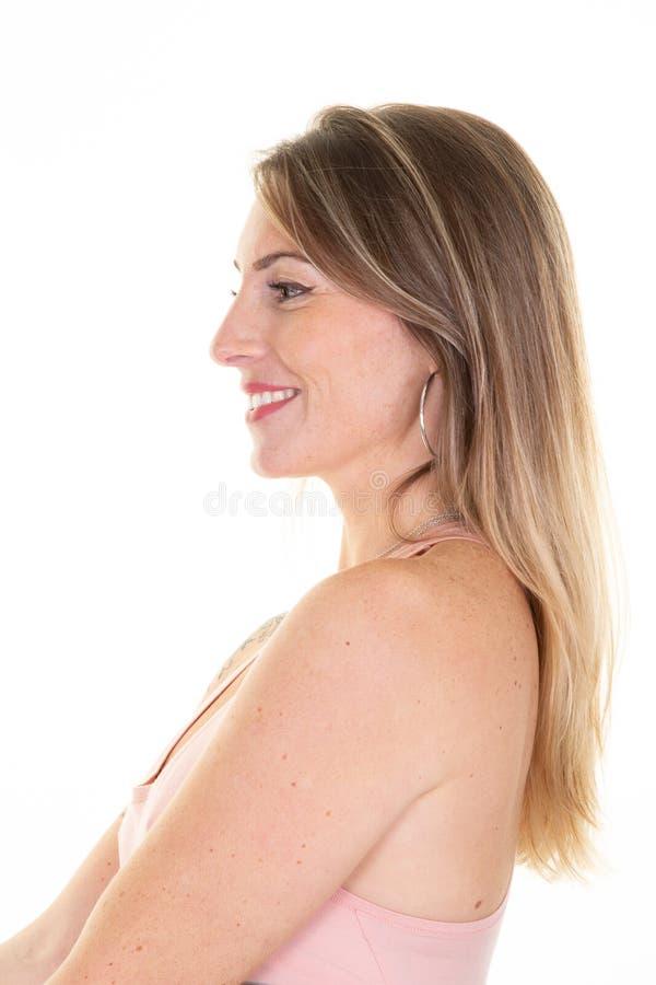 Profilo di ritratto di una giovane donna bionda bionda con bikini su fondo bianco fotografie stock