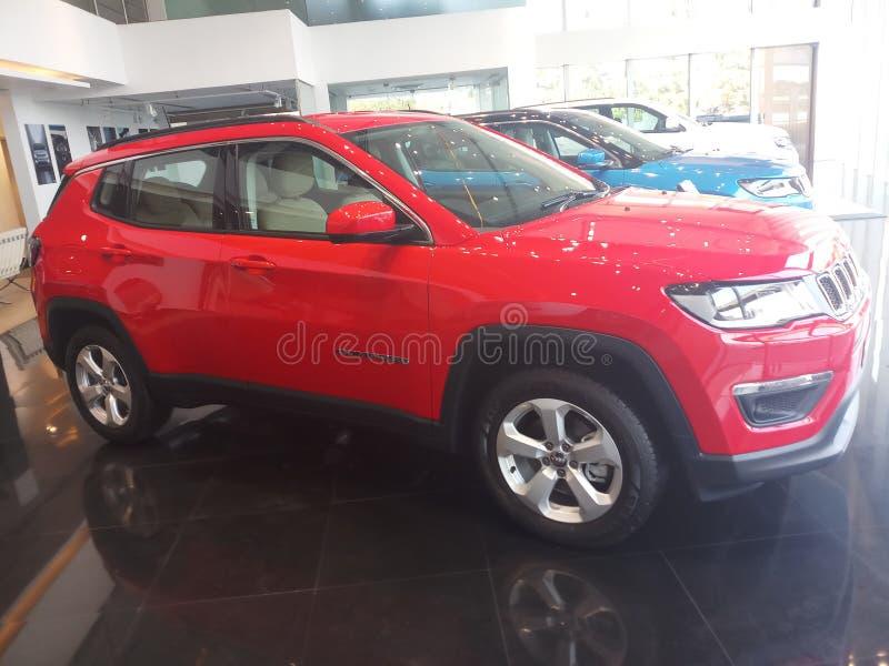 Profilo laterale di colore rosso di Jeep Compass Exotica immagine stock