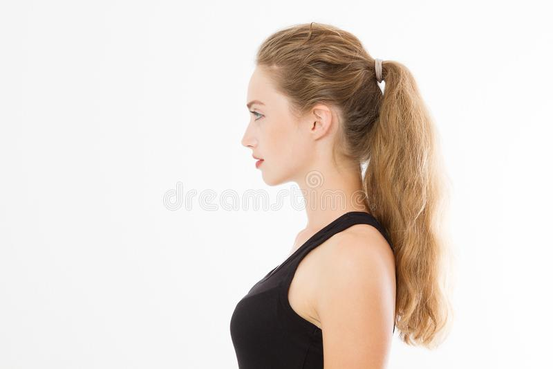 Profilowy portret blondynki caucasian dziewczyna z długim i błyszczącym prostym żeńskim włosy odizolowywającym na białym tle pięk zdjęcie stock
