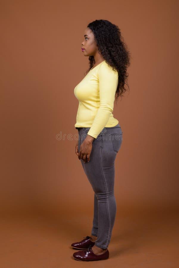 Profilowy widok Piękna Młoda Afrykańska kobieta zdjęcia stock