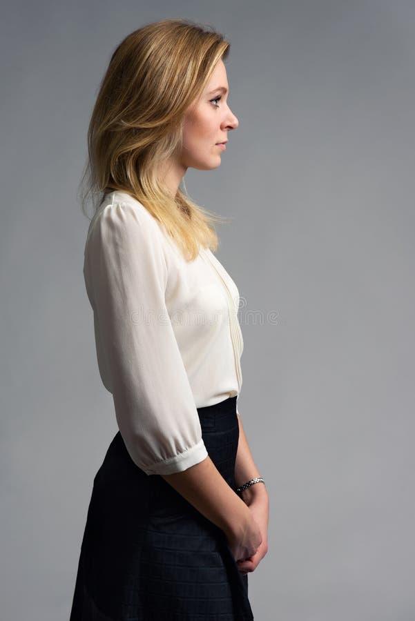 Profilporträt einer Geschäftsfrau lizenzfreie stockfotos