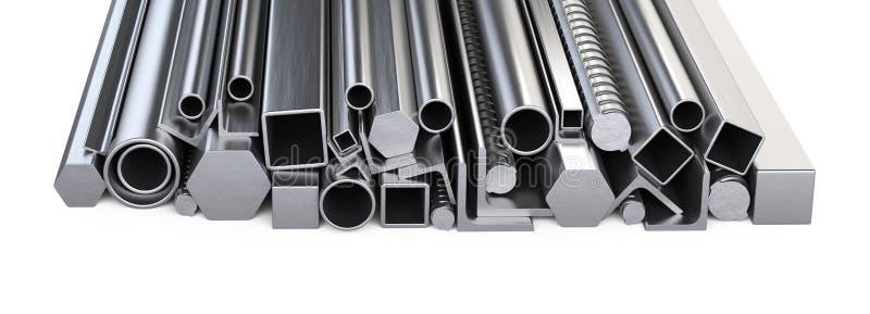 Profils de Metalick et pile de tuyaux Entrepôt pour la construction mA image libre de droits