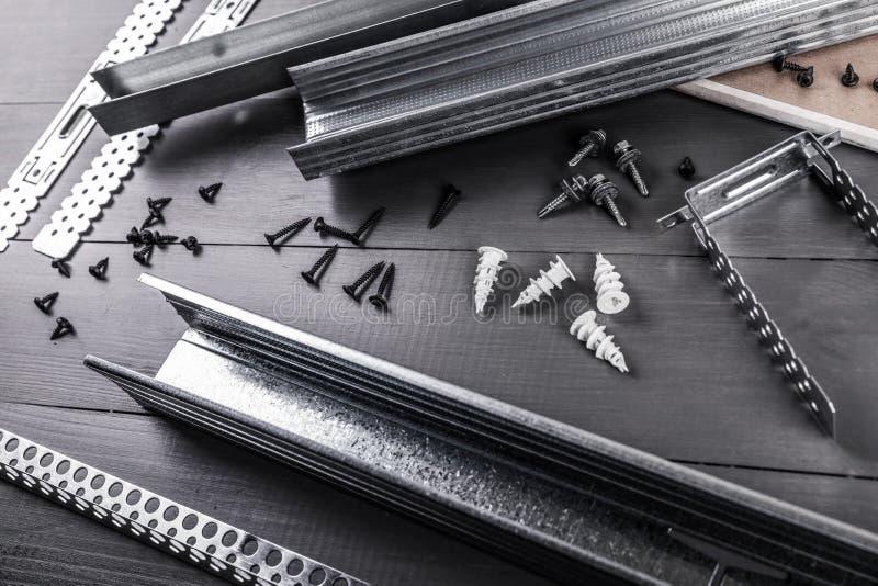 Profils de panneau de gypse de plaque de plâtre et ensemble d'attache images libres de droits