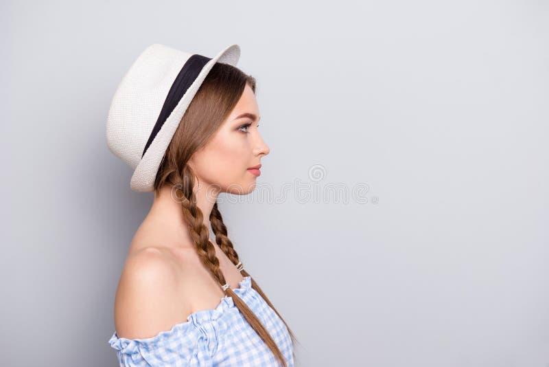 ProfilSeitenansichtfoto von reizend Dame haben Arbeits-Arbeitskraftfreiberufler der Gedanken wahren, Job, denunternehmer haben st lizenzfreie stockbilder